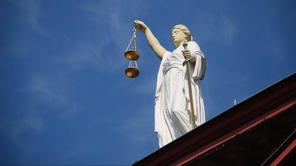 justicia a la mujer escritora en la novela negra