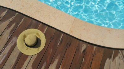 sombrero y piscina - la verdad de anna guirao