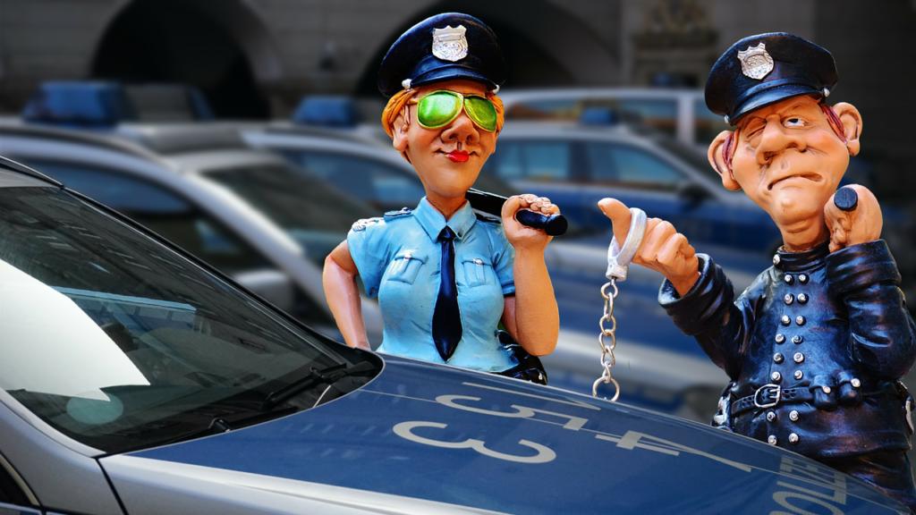 mitos criminales muñecos policias junto a coche